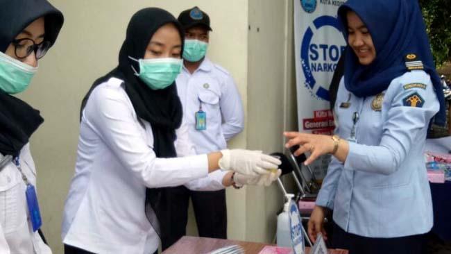 BNN Kota Kediri Tes Urin Pegawai Imigrasi