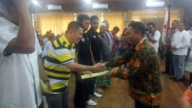 KONI Situbondo Serahkan Penghargaan ke Pelatih dan Atlet Berprestasi