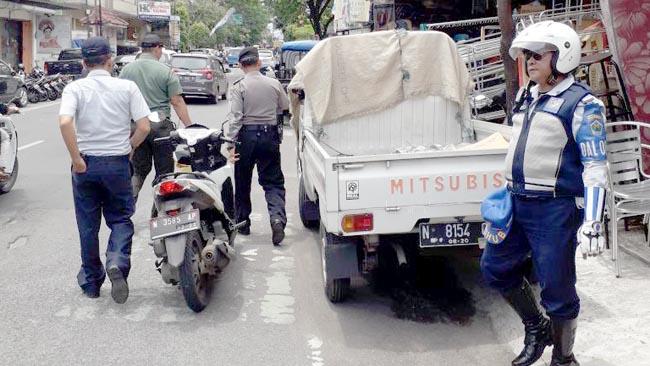 Parkir di Trotoar Kota Malang, Pasti Ditilang Petugas Dishub