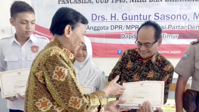 Drs H Guntur Sasono MSi bersama SMK Nusantara Madiun Gelar Seminar MPR RI