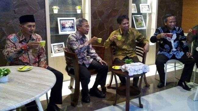 Bupati Jamu Tamunya di Cafe Pendopo