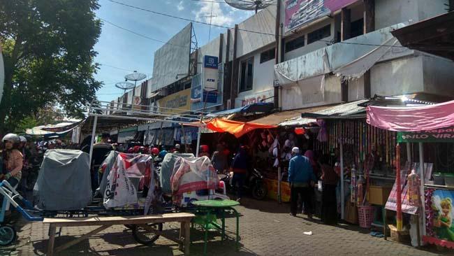 Pedagang Situbondo Keluhkan Retribusi Lapak Terlalu Mahal