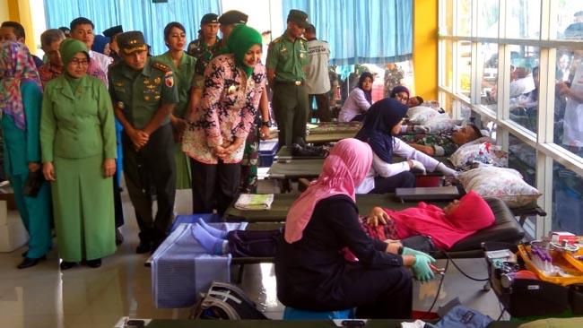 Bupati Jember Bersama Pangdiv Tinjau Operasi Katarak