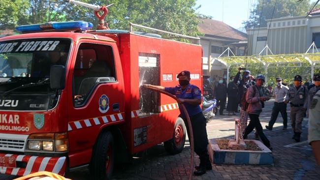 Balai Kota Probolinggo Terbakar, Pegawai Berhamburan