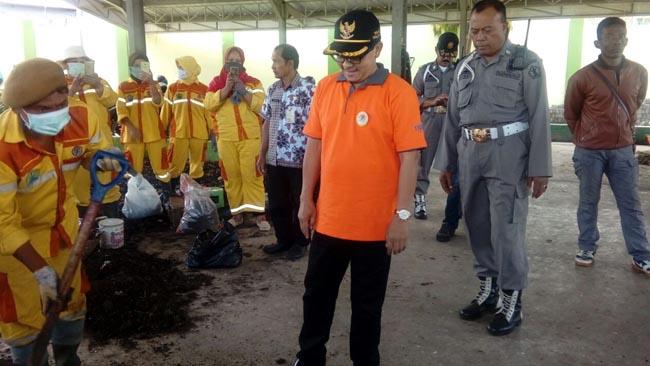 Pegawai Pemilah Sampah Rawan Diserang Ispa