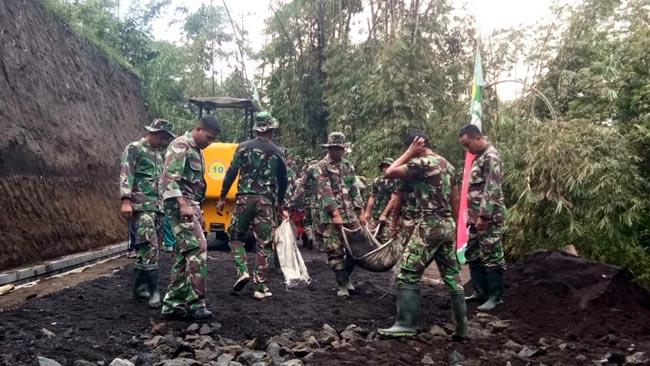 Satgas TMMD Lumajang Tembuskan Jalan Dusun Jabon dan Tulungrejo