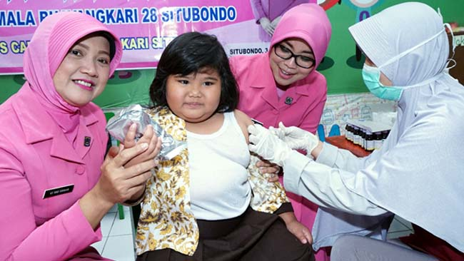 Antisipasi Difteri, Bhayangkari Situbondo Gelar Vaksin