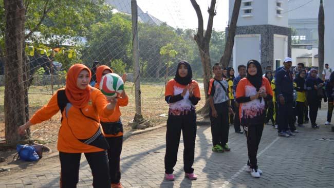 Perwosi Pertandingkan Bola Voli, Kelompok SMP dan Emak-Emak