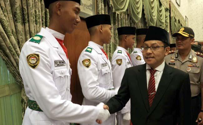 Sutiaji Kukuhkan Paskibra Kota Malang