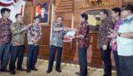 Gubernur Serahkan 40 SK PAW Anggota DPRD Kota Malang