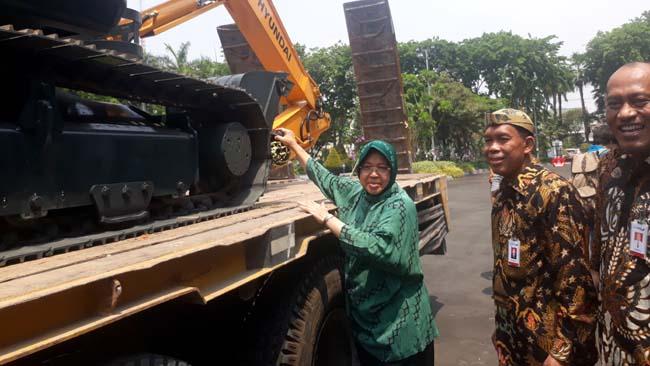 Pemkot Surabaya Terima Hibah Bank Jatim