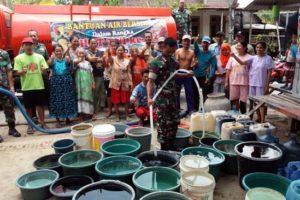 BPBD dan Kodim 0815 Mojokerto Distribusikan Bantuan Air Bersih