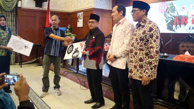 Sutiaji Buka Pameran Anti Korupsi di Balai Kota Malang
