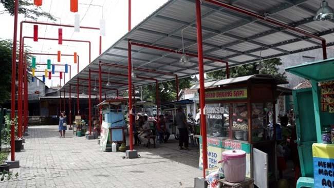 44 PKL Alun Alun Pare Difasilitasi Stand Food Court