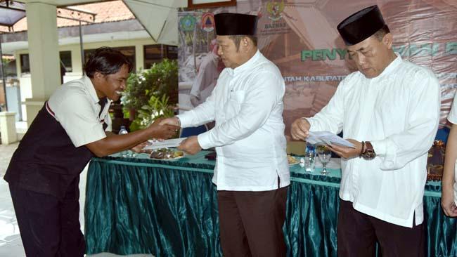 Bupati Sidoarjo Serahkan Bantuan Korban Puting Beliung untuk Warga 3 Kecamatan