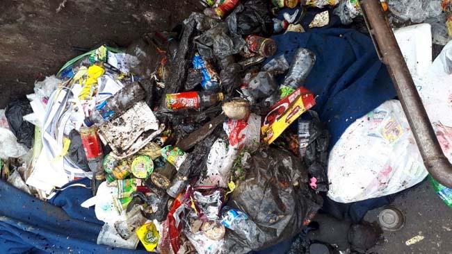 Timbunan sampah dari saluran air. (ist)