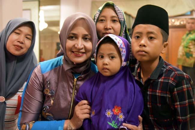 Hadapi Pemilu 2019 Bupati Jember dr HJ Faida MMr Berdoa Bersama Anak Yatim Piatu