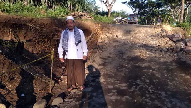 Kondisi Jalan Longsor Dusun Sumbernanas Gedangan Kabupaten Malang (Sur)