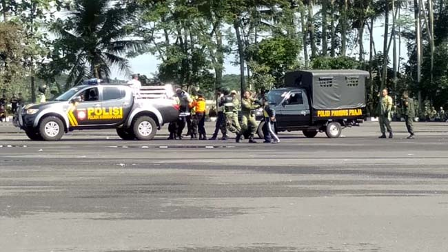 Ratusan Satlinmas Kabupaten Malang Gelar  Simulasi