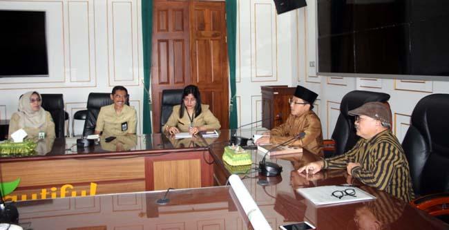 Audiensi Walikota Malang Sutiaji, dan sejarahwan Dukut Imam Widodo. (ist)