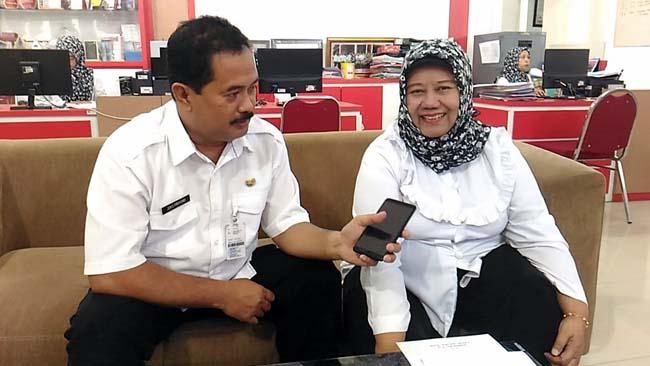 Kepala UTD PMI Kota Malang, dr Enny Sekar Rengganingati (kanan). (ist)