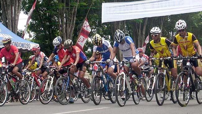 DIANDALKAN: Balap sepeda menjadi salah satu cabang olahraga yang diharapkan menyumbangkan medali emas bagi Bondowoso di Porprov Jatim VI/2019. (ido)