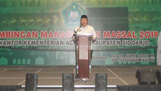 PESAN - Bupati Sidoarjo, Saiful Ilah memberikan pesan kepada 2.171 CJH asal Sidoarjo saat manasik di gedung Serbaguna Lingkar Timur, Rabu, (13/06/2019)