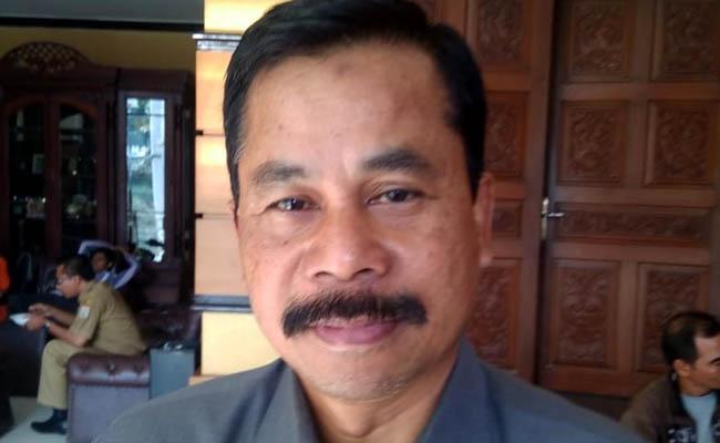TERANGKAN : Drs Suwadji SIP MSi Kepala Dinas Pemberdayaan Masyarakat Desa Kabupaten Malang. (H MansyurUsman/Memontum.Com)