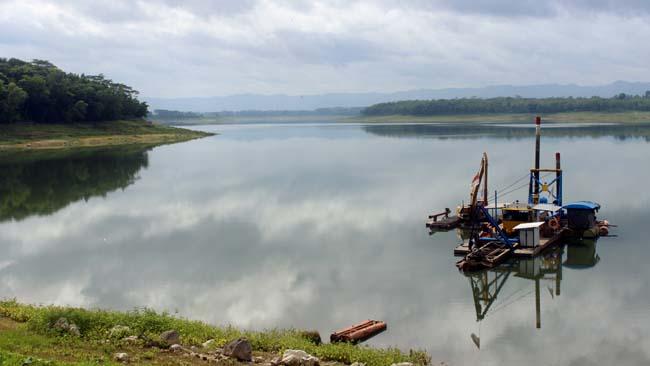 Bendungan Sutami, salah bendungan yang siap memenuhi kebutuhan air saat kemarau. (rhd)
