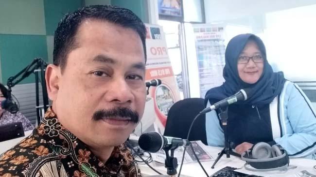 Drs.Suwadji S.IP.M.Si Kepala Dinas Pemberdayaan Masyarakat Desa Kabupaten Malang Dalam Acara Dialok Interaktif Bersama Reporter RRI Malang