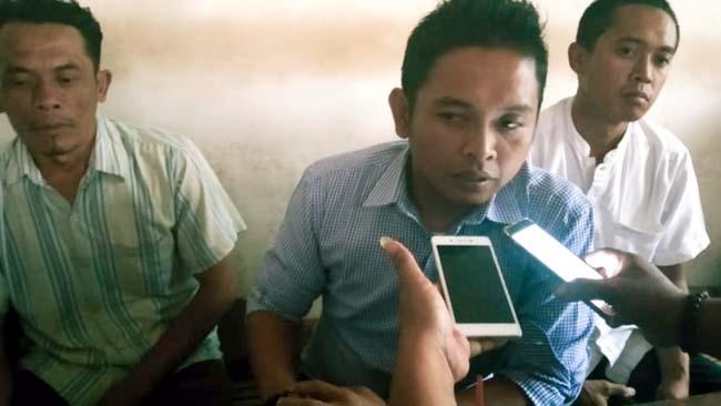 JELAS : Roni Batomi SIP saat diwawancari awak media. (ist)