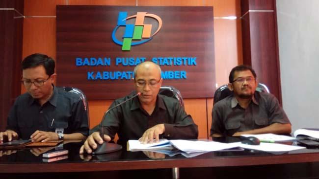 RILIS : Kepala BPS Jember Ir. Arif Joko Sutejo dalam Press Release bulan Juni. (IST)