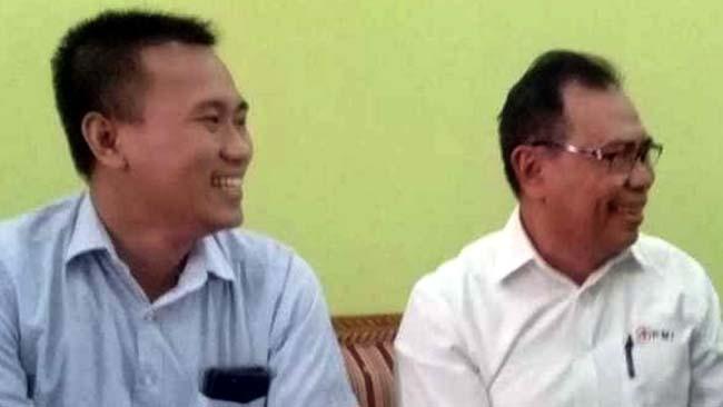 Sekretaris PMI Jatim, Edi Purwinarto (kanan) didampingi M. Iqbal Afifi, Ketua PMI Bondowoso masa bhakti 2019-2024