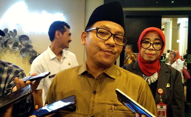 Walikota Malang Sutiaji dan Plt Kepala Dinas Koperasi dan UMKM Kota Malang Dra Tri Widyani, menjawab pertanyaan awak media. (rhd)