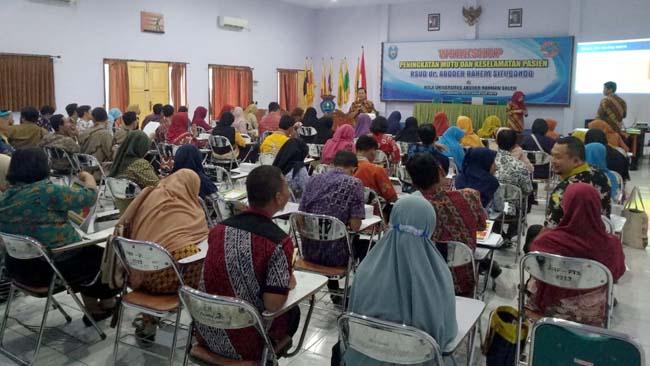 SITUASI : Acara Workshop Standar Akreditasi Peningkatan Mutu dan Keselamatan Pasien yang digelar oleh UPT RSUD dr. Abdoer Rahem Situbondo. (im)