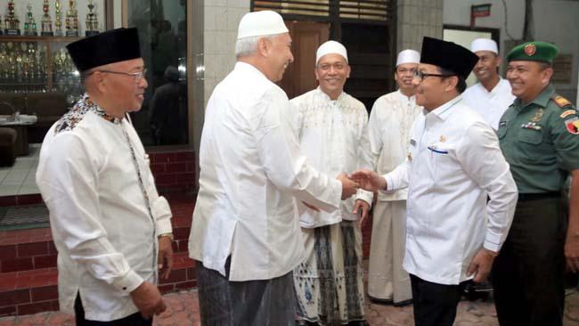 Walikota Malang Drs H Sutaji saat datangi Harlah SMA Shalahudin . (ist/humas)