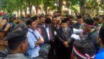 Pelantikan 50 Anggota DPRD Sidoarjo Diwarnai Demo Mahasiswa