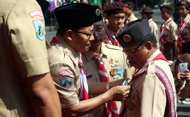 Walikota Malang Drs H Sutiaji saat merayakan HUT Pramuka ke 58. (gie)