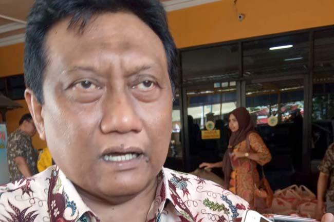 Pj Sekda Bangkalan, Setijabudhi saat diwawancarai para jurnalis