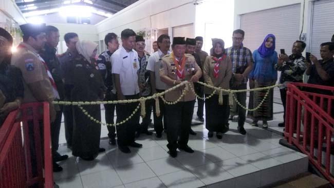Bupati Sidoarjo, H. Saiful Ilah, SH. M. Hum saat meresmikan Pasar Tulangan yang baru saja selesai dibangun (gus)
