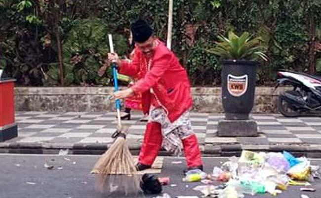 Walikota Batu Instruksikan Seluruh ASN Pungut Sampah Pasca Karnaval, Galakkan Masyarakat Sadar Lingkungan