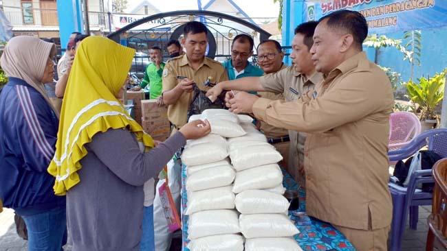 Bazar Gula Murah Disnaker Sumberpucung Ludes