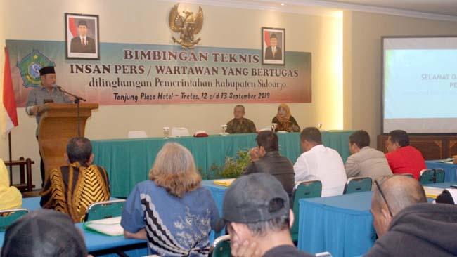 SAMBUTAN - Bupati Sidoarjo, Saiful Ilah memberikan sambutan dalam acara Bimbingan Teknis (Bimtek) Insan Pers di Hotel Tanjung Plaza, Prigen, Kabupaten Pasuruan, Kamis (12/09/2019) malam