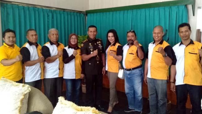 Ketua Pelaksana Porprov Indhi Naidha dan Pengurus Koni Jember usai audiensi bersama Dandim 0824 Jember. (ist)