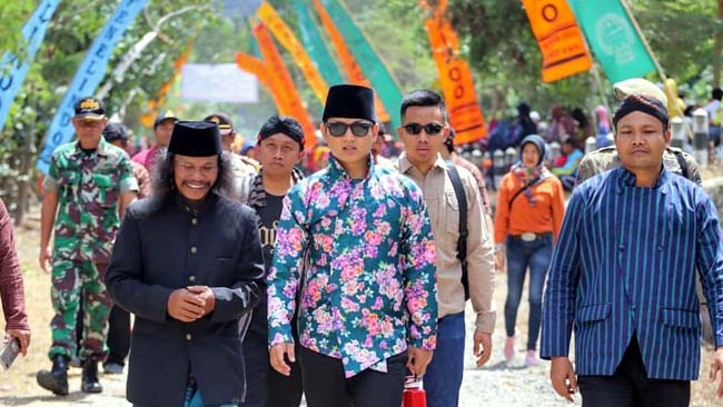 Bupati Trenggalek Mochammad Nur Arifin saat berkunjung di kawasan Pantai Cengkrong Kecamatan Watulimo