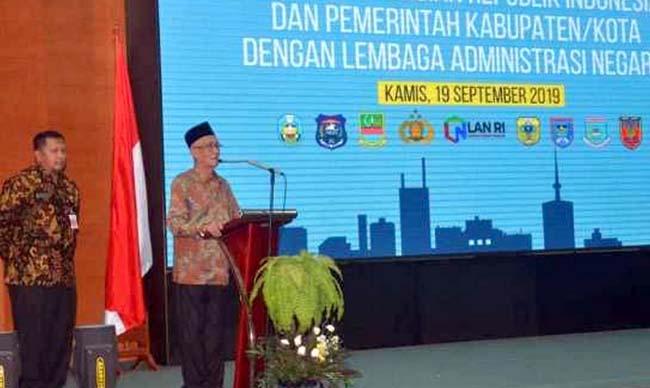 Bupati Bondowoso KH.Salwa Arifin didampingi Sekda H.Syaifullah di kantor LAN RI Jakarta