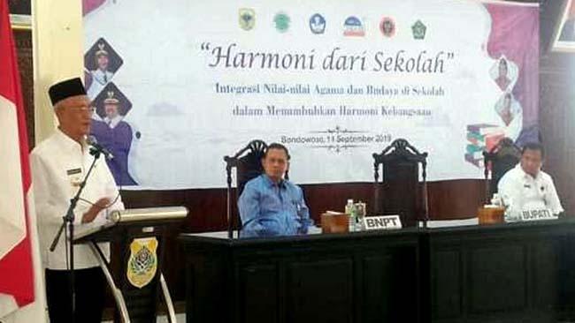 Bupati Bondowoso KH. Salwa Arifin meminta pada guru agama di Bondowoso mengajarkan agama Islam cinta damai dan toleran. (istimewa)