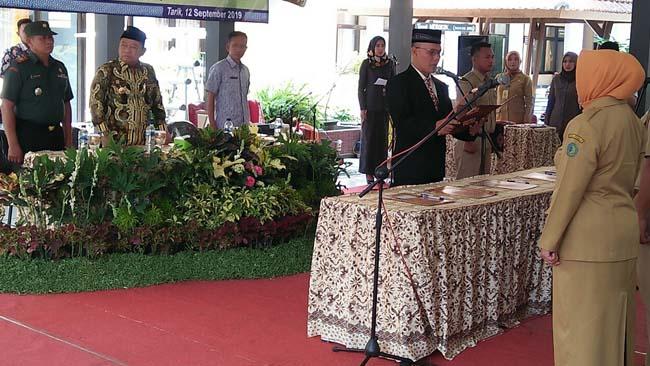 Bupati Sidoarjo H Saiful Ilah menghadiri Camat Tarik, Iswadi Pribadi, melantik 5 orang Penjabat Kepala Desa se-Kecamatan Tarik. (par)