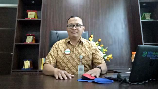 Kepala BPJS Kesehatan Cabang Jember Antokalina Sari Verdiana ketika ditemui Memontum.com di ruangannya. (gik)