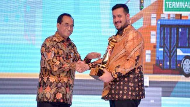 Wali kota Probolinggo saat menerima penghargaan WTN ke 10 ( istimewa)